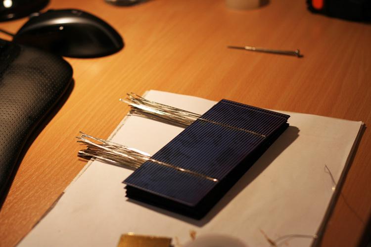 Sběrnicové pásky na fotovoltaických článcích