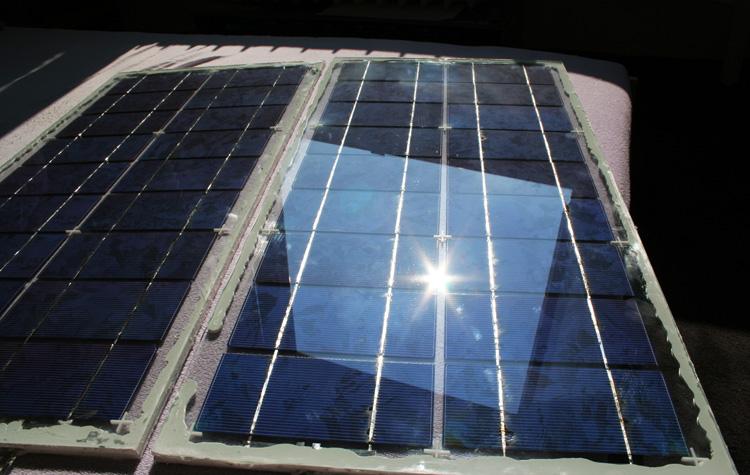 Oba panely na přímém slunci