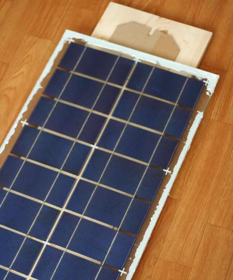 Uzavření fotovoltaického panelu tmelem MS Unifix